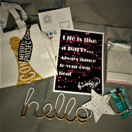 #happymail Sparkle & Shine box